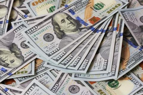 Доллар упал ниже 51 рубля