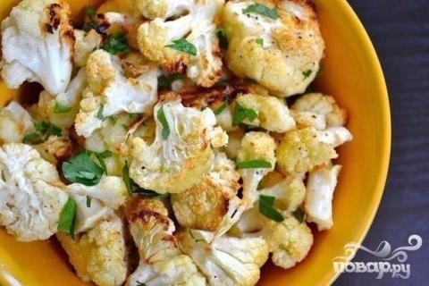 Цветная капуста с чесноком, сыром Пармезан и зеленью в духовке. 100 гр - 86.36 ккал