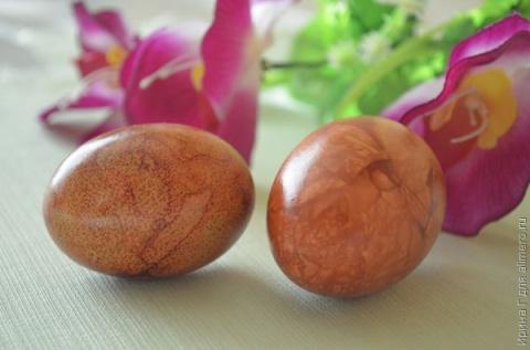 Несколько способов покрасить яйца луковой шелухой