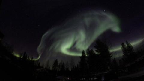 В ночном небе над Швецией по…