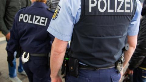 Чернокожие избили и оплевали проводника поезда в Германии — полиция