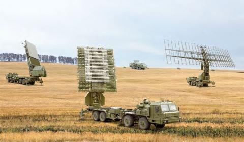 Танки и БТРы  США уже не стесняясь подкрадываются к границам России!