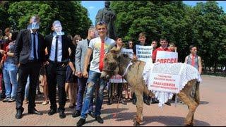Осла-Саакашвили провели по улицам Луганска