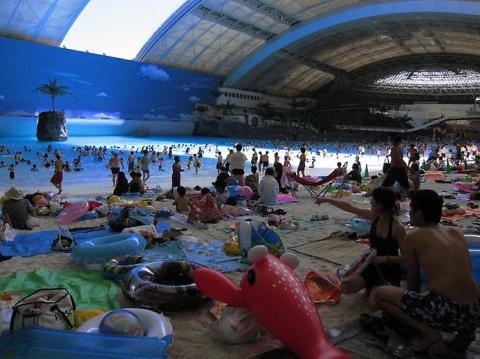 Искусственный пляж Сигайя Япония