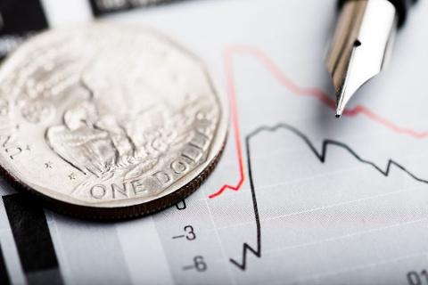 Доллар впервые с декабря упал ниже 56 рублей