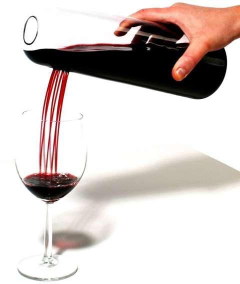 Необычный способ наливать вино и поливать цветы