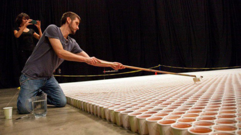 Он поставил 66 000 стаканчик…