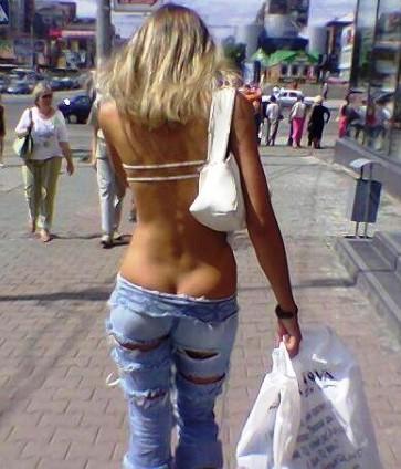 Жара в городе —  женщины теряют в весе одежды. И столбы становятся непредсказуемые и опасные для мужчин...