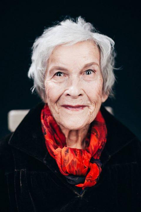 Ей 94 и она прекрасна! Поразительная работа фотохудожника и стилиста-визажиста
