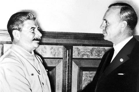 Аргументы и пакты. Зачем Сталин договорился с Гитлером?