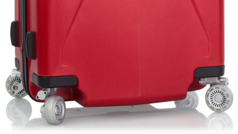 Берегите колеса чемодана - пригодятся