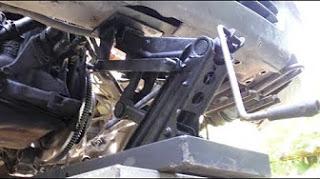 Автомобильный подъёмник из д…