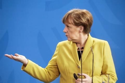 Меркель призвала снять санкции с Ирана