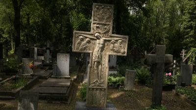 На столичных кладбищах можно…