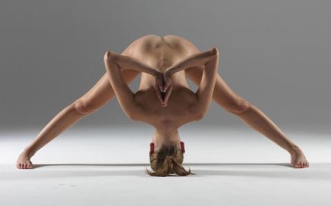 Необычный и очень красивый фотопроект. Голая йога. Зрелище невероятной красоты