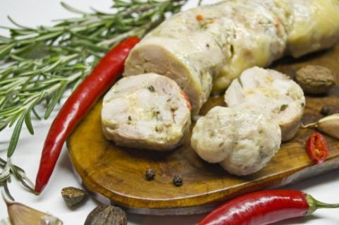 Варёная домашняя колбаса из индейки - ароматное и сочное лакомство!