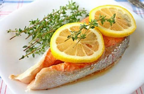 Жареные рыбные стейки с лимоном