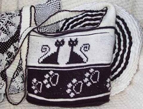Сумка с котиками из полиэтиленовых пакетов