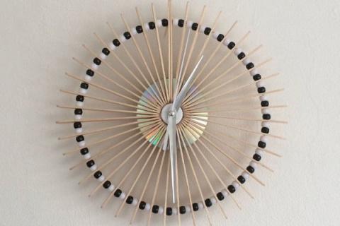 Оригинальные часы из палочек для мороженного