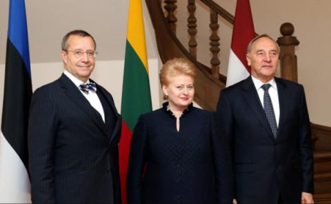 Российский посол поздравил п…