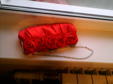 Вечерняя  сумочка  (клач)  на  цепочке  красного  цвета