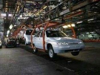 Два миллиарда - на поддержку в кризис работников автопредприятий
