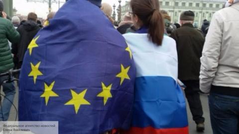 Разрушая Евросоюз, США невол…
