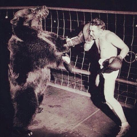 Ретро-кадр. Бой медведя с человеком