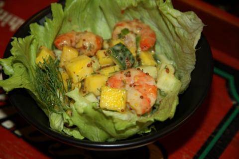 Новогодний салат из манго с креветками