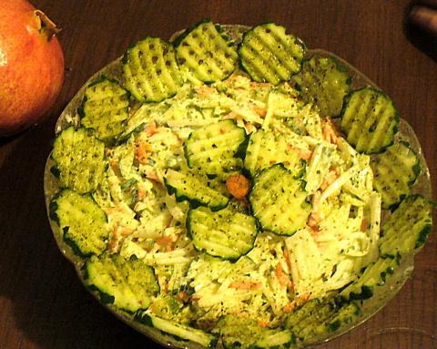 Овощной салат из  белой редьки  и  моркови . (Очень хорошо подходит к грилю ).Фото -Рецепт Olga Dell