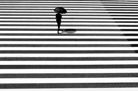 Магнетизм чёрно-белых уличных фотографий Джуничи Хакояма