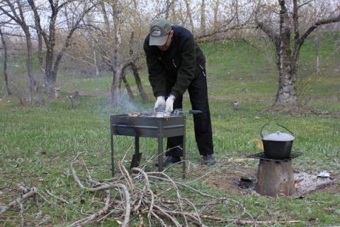 Депутат из Ленобласти предложил ввести 500-рублёвый сбор для шашлычников, чтобы муниципалитеты на эти деньги убирали места отдыха.