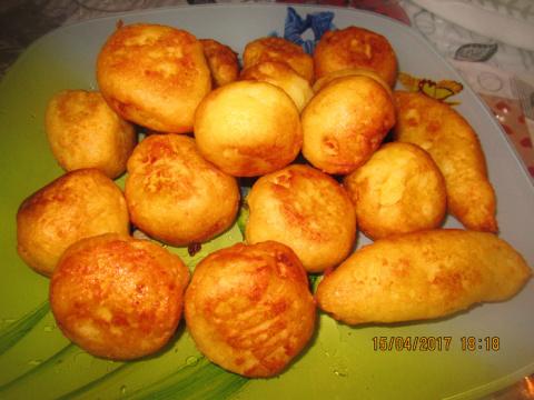 Картофельные шарики и лохматая сосиска
