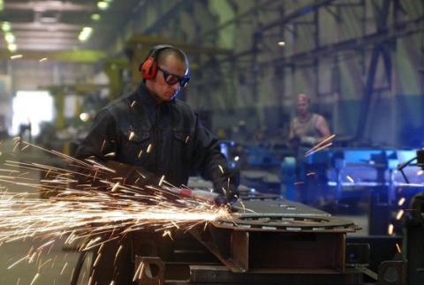 Почему россияне массово идут в работяги