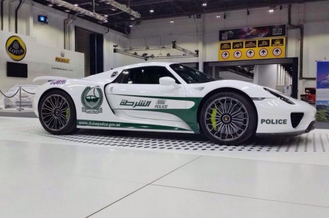 Porsche 918 Spyder и другие суперкары полиции Дубая