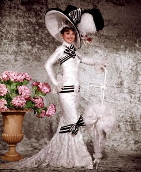 """Одри Хепбёрн в фотосесси к фильму """"Моей прекрасной леди""""."""