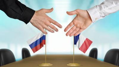 Франция рассчитывает, что санкции с России снимут этим летом