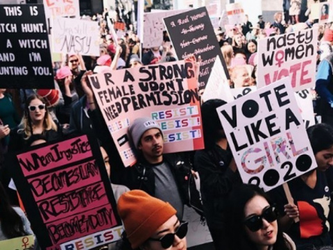 «Женснкий марш»: тысячи американцев 'отметили' годовщину инаугурации Трампа антисексисткими митингами