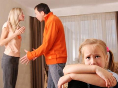 У кого должны остаться права на ребенка после развода