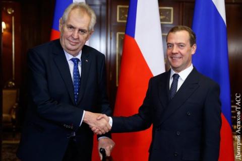 Медведеву пришлось оправдыва…