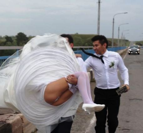 Безумие в чистом виде или нелепые свадебные фотографии, глядя на которые вам тут же перехочется жениться