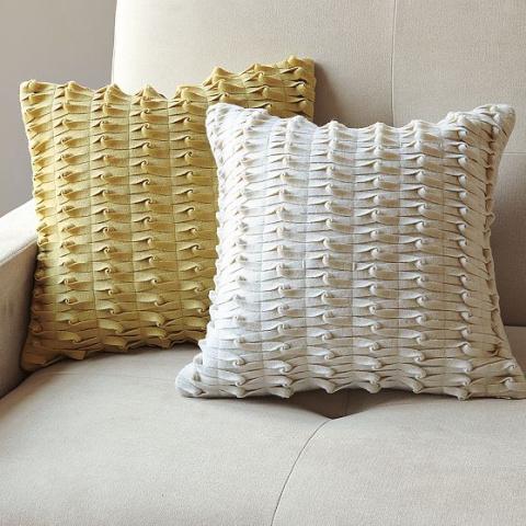 Диванные уютные подушки-«думочки» из полосок фетра