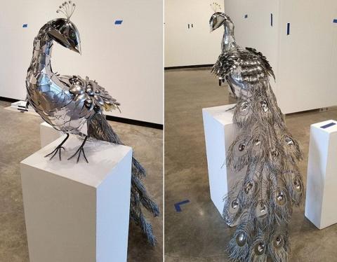 Скульптура павлина из столовых приборов