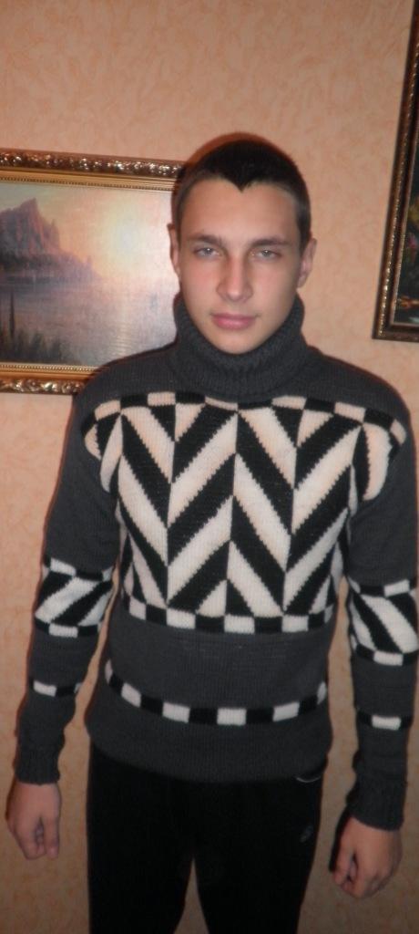 Свитер молодежный