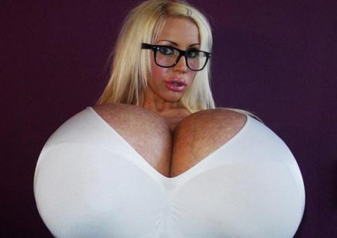Обладательница самой большой груди в мире