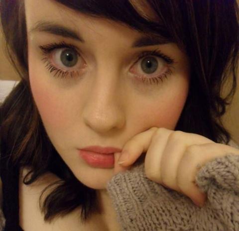 На первый взгляд красивая, милая девушка, что с ней может быть не так? Может!