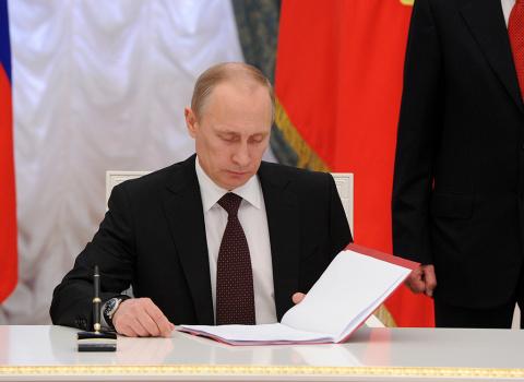 Путин разрешил увольнять отказавшихся от получения жилья военных