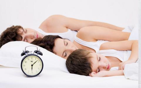 Как отучить ребенка спать с …