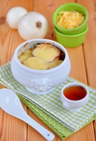 Французский луковый суп с коньяком