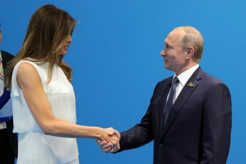 Россияне очарованы обходительностью Путина с женой Трампа